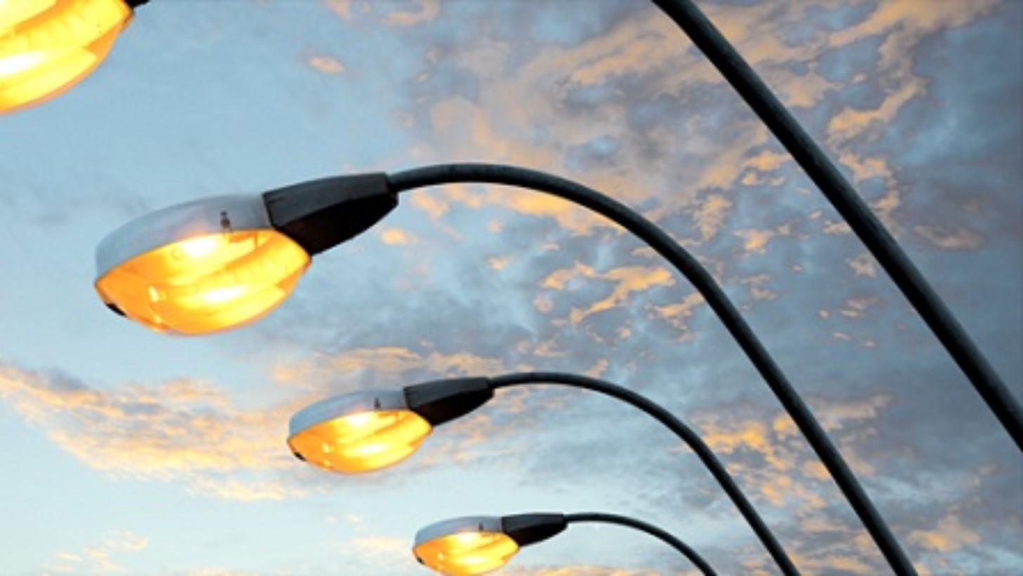 Addio vecchi lampioni in arrivo mila euro per le luci a led